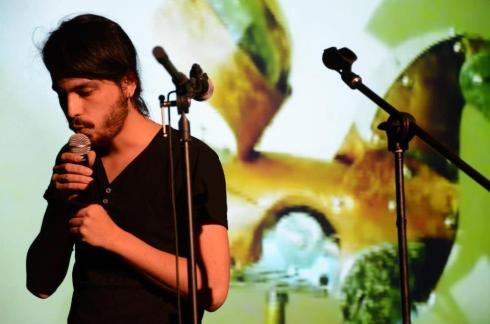 Alejandro Albarrán, @TPLimitrofe, Ciudad de México, 1985. Ruido, Bonobos, 2012. Conduce La Rara radio en Nofmradio.