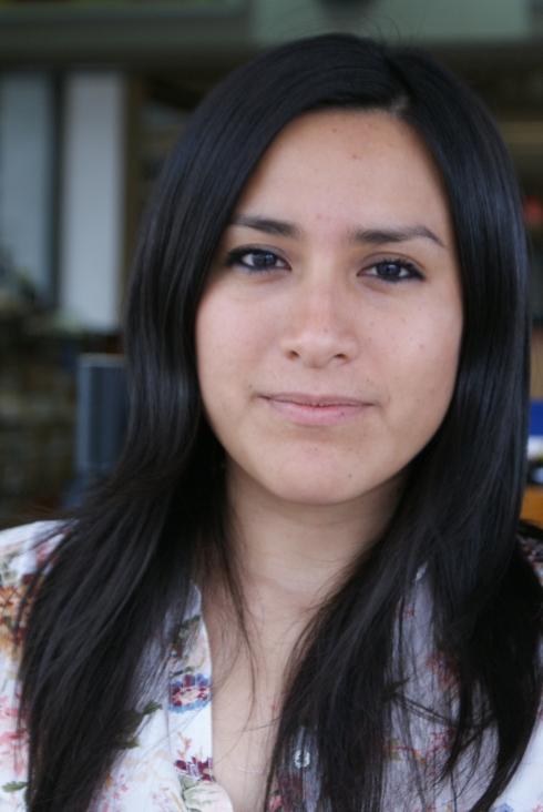 Nadia Escalante, @nadia_nadiae, Mérida, Yucatán, 1982. Adentro no se abre el silencio, Fondo Editorial Tierra Adentro, Colección La Ceibita, 2010.