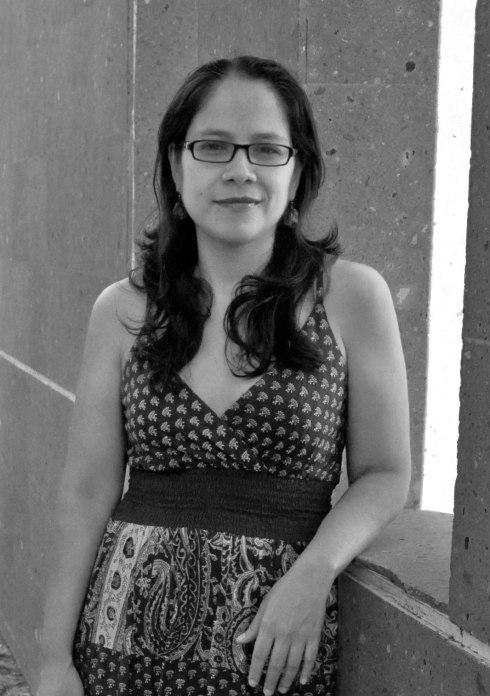 Sara Uribe, @RaraUribe, Querétaro, Querétaro, 1978. Lo que no imaginas, Conarte, 2005; Antígona González, Sur+, 2012 y Siam, Fondo Editorial Tierra Adentro, 2012.